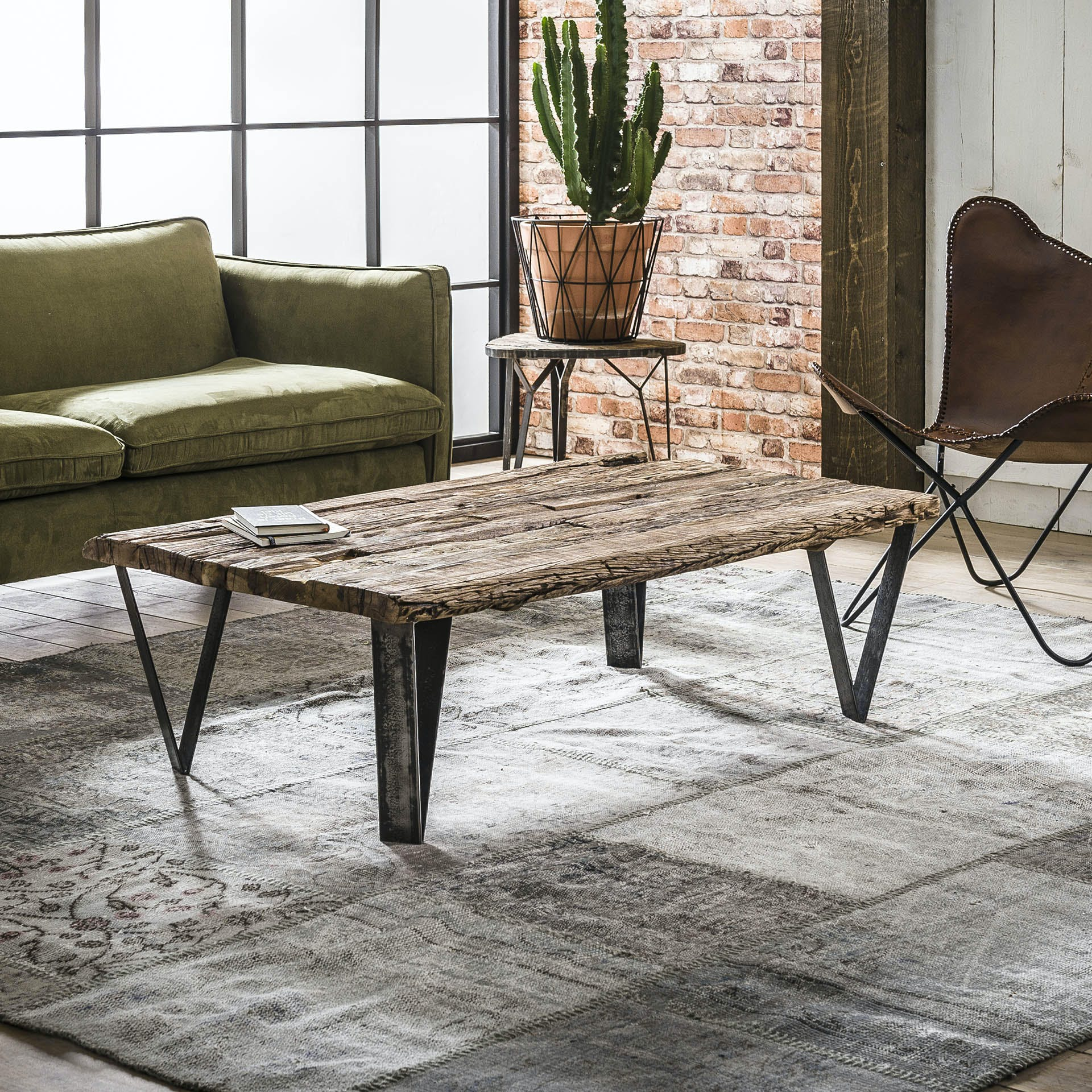 Table basse teck recyclé, pieds métal 135x75cm OMSK