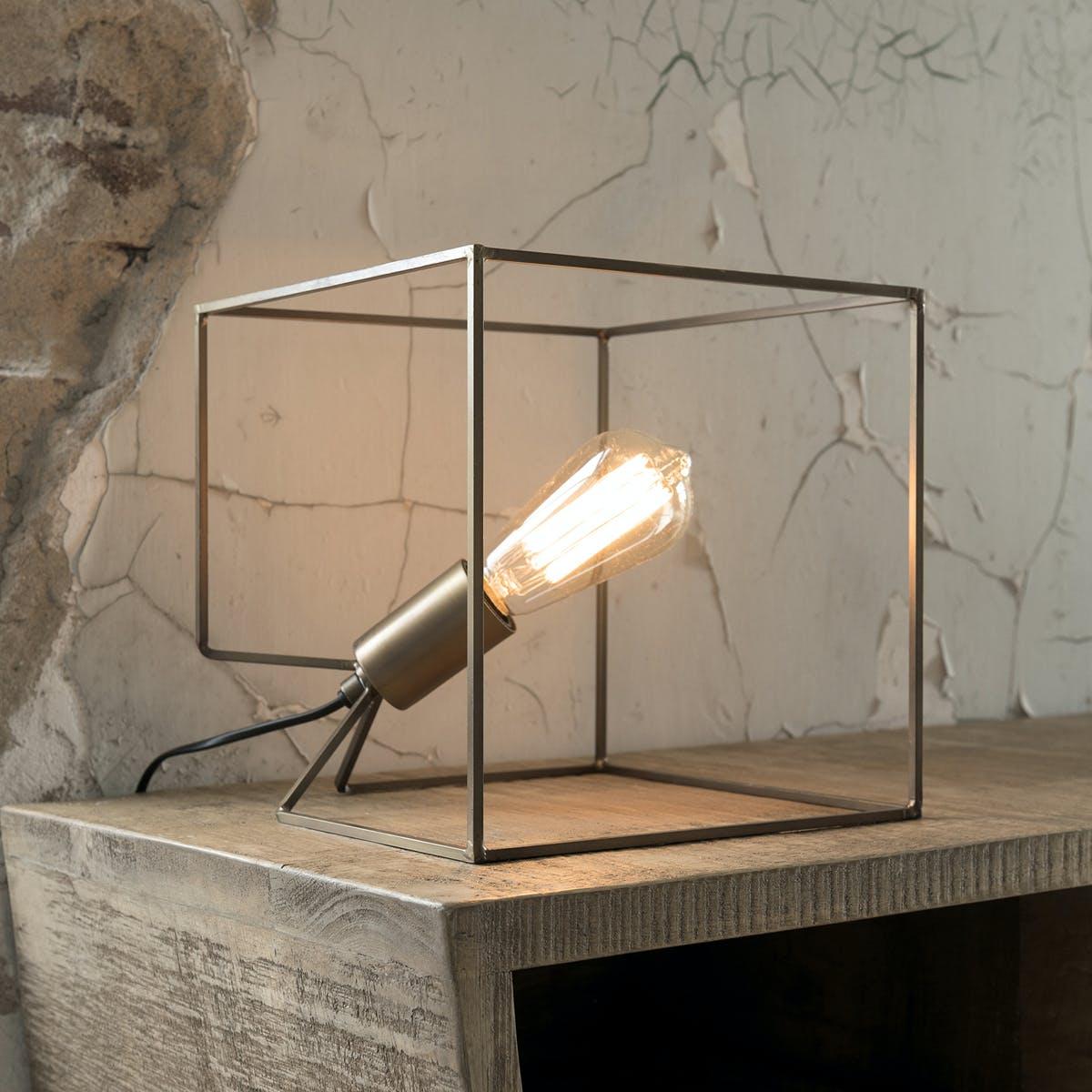 Lampe cube métal couleur bronze antique 25cm TRIBECA