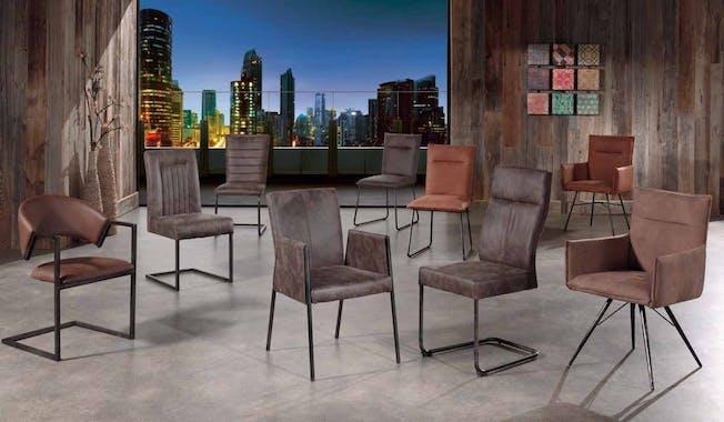 Chaise en tissu microfibres havane et pieds métal noir 47x64x93cm