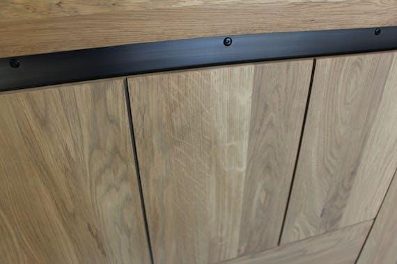Meuble TV Chêne ciré et métal patiné 1 porte coulissante, 2 niches 140x42x55cm CUBA