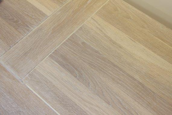 Colonne Chêne massif ciré blanchi 2 tiroirs, 2 étagères, 1 niche 76x42x180cm MANILLE