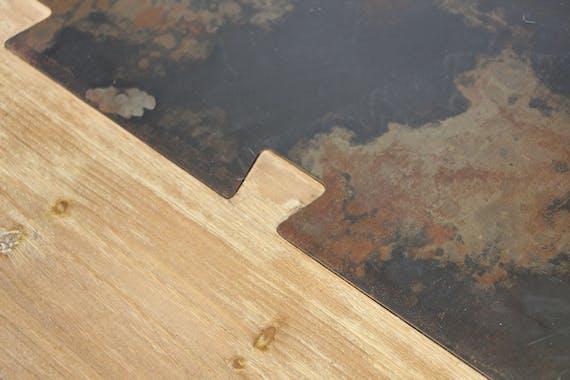 Table basse rectangle en métal plaqué sapin massif et métal, et pieds bois massif 115x75x45cm VULCAN