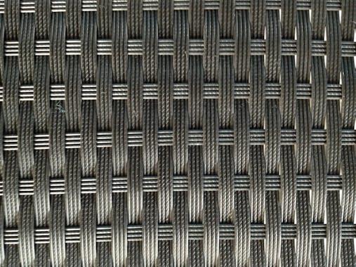 Ensemble de Repas LIMA 5 pièces 115x115cm en résine tressée noire et coussins tissu blanc écru