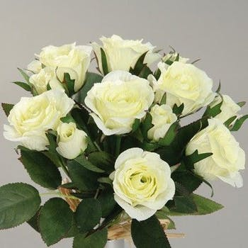 Composition florale bouquet de 7 ROSES blanches