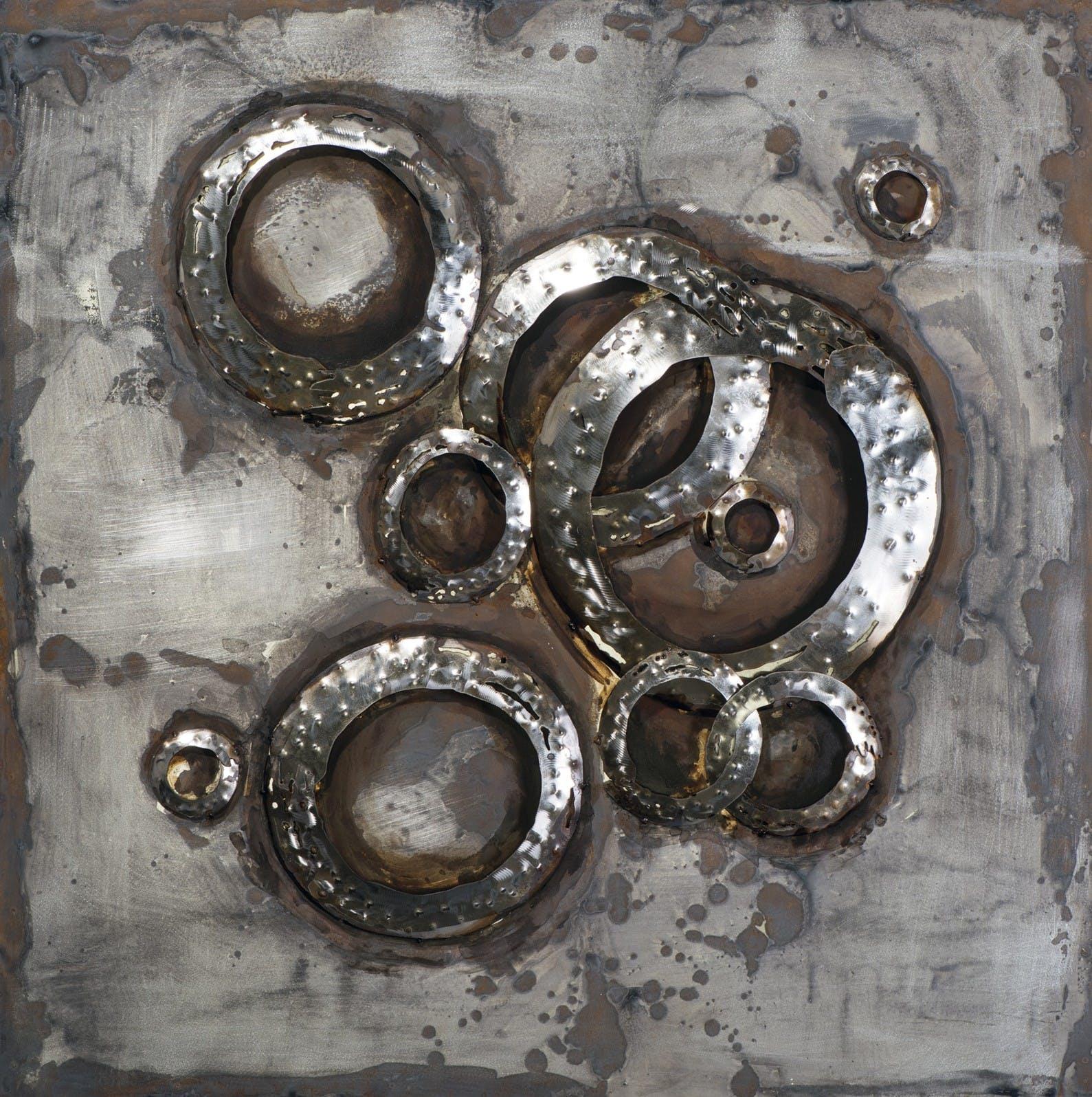 Tableau Abstrait sur plaque métal 100x100 Argenté. Ajout d'éléments métal en 3D . Peinture acrylique