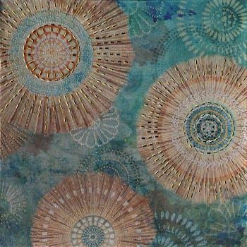 Toile abstraite 40x40 - rosaces peintes et éléments de métal en relief