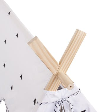 Tente en bois et tissu