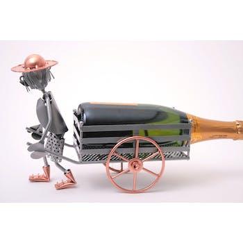 Porte bouteille Homme tirant sa charrette a bras en métal 28xH23cm - Coloris alu et cuivre