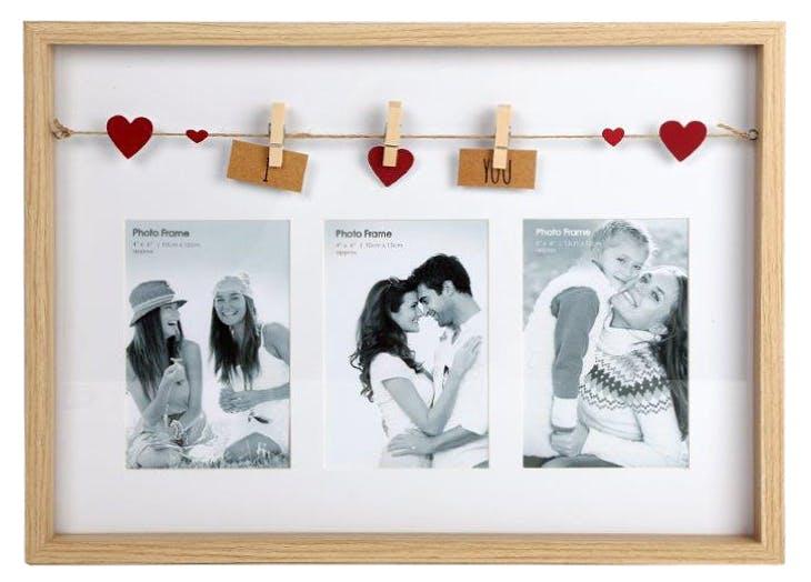"""Cadre photo pêle-mêle 3 photos à message """"I ? You"""" en bois naturel avec suspension c?urs de 3 pinces 30x3x41cmcm"""