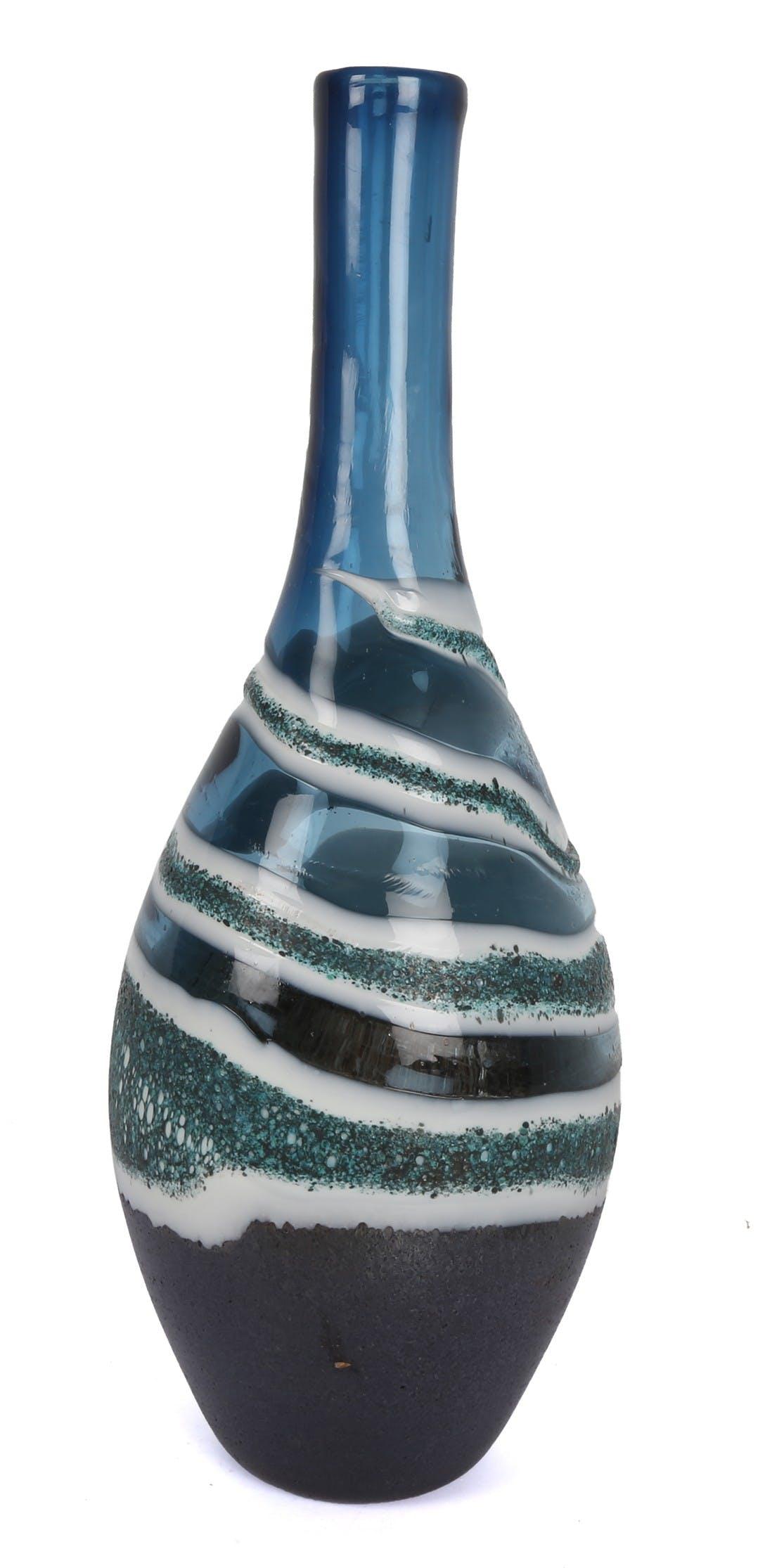 Vase bouteille soliflore en verre bleu avec effets de vagues choco blanc et gris D14xH38cm