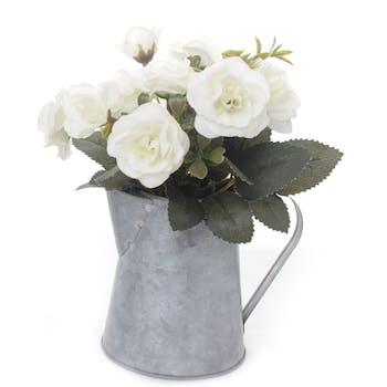 Composition florale aux tons blancs dans pichet en zinc 23x10xH13cm