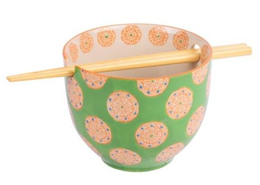 Bol décoré vert clair avec baguettes