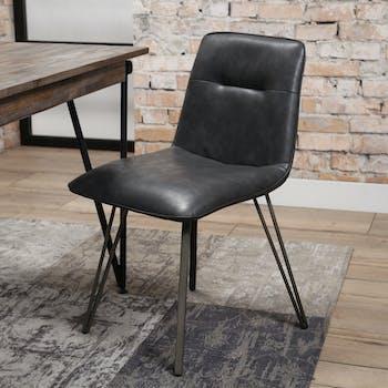 Chaise industrielle noire rembourrée piètement V
