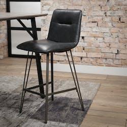 Chaise de bar industrielle noire rembourrée piètement V