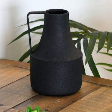 Vase forme cruche en métal noir