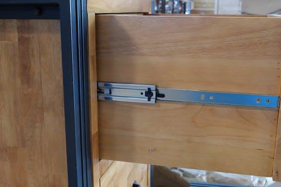 Commode / Chiffonnier hévéa recyclé naturel et métal noirci 3 tiroirs 60X40X110cm DOCKER