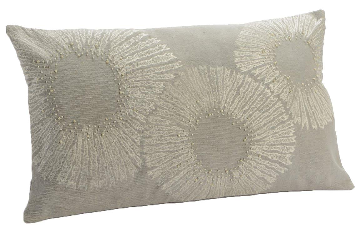 Coussin canapé gris fleurs stylisées 30x50 cm
