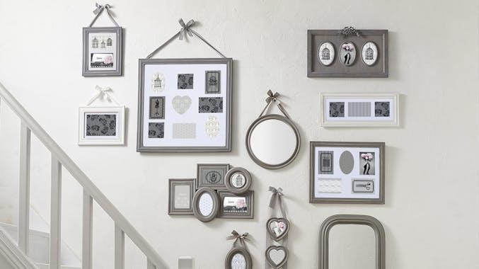 Cadre photo rond en bois écru et ruban blanc D21cm