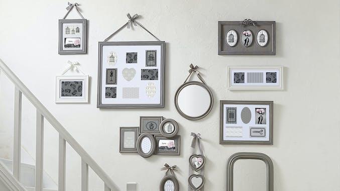Cadre Pêle-Mêle 5 vues en bois gris et ruban gris clair 46x37cm