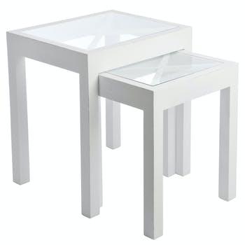 Lot de 2 tables gigognes bois blanc, plateau en verre avec croisillons 55x45x60cm