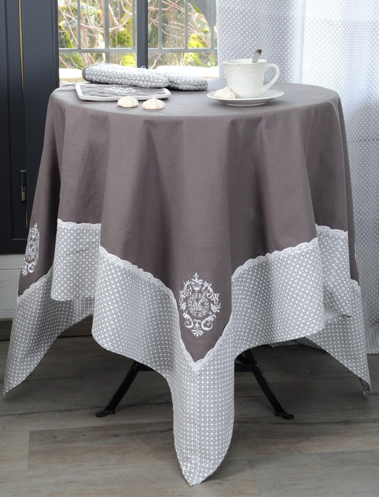 Nappe carrée gris décor romantique brodé 150x150cm 100% coton MELINE