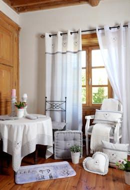 Tête de lit Romantique gris décor floral arabesque et coeur brodé avec coeur 45x70cm 100% coton MANOIR