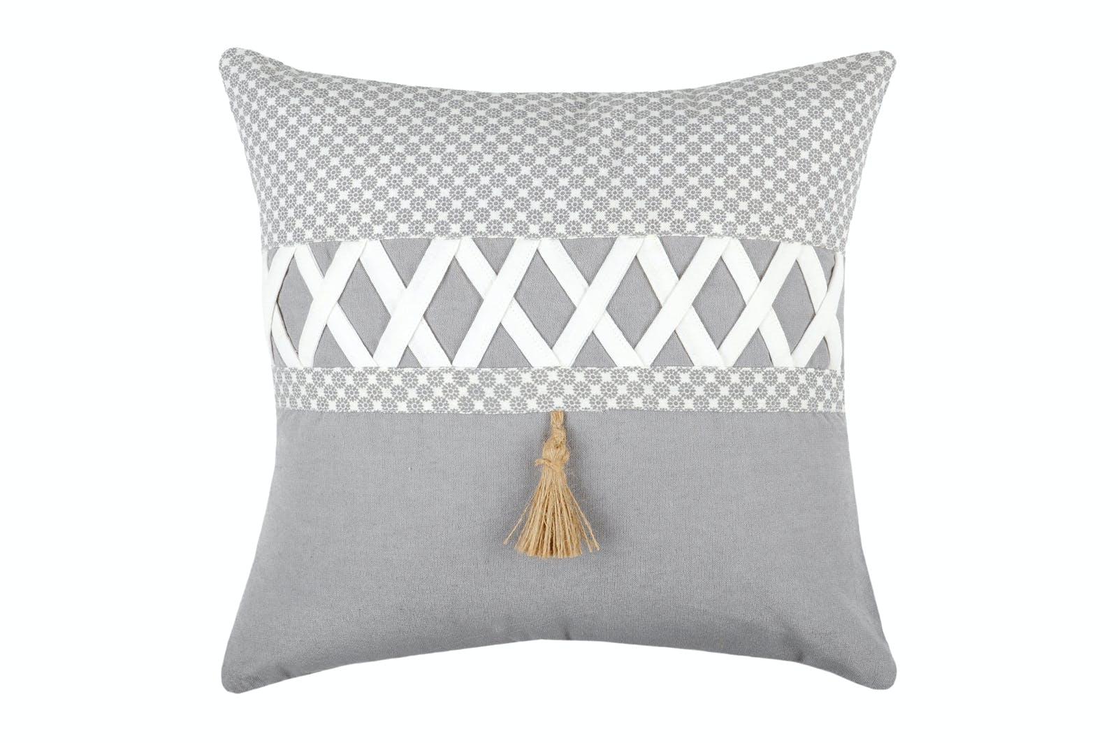 Coussin 40x40cm gris et blanc à motifs et bande croisillons blanc NELIA