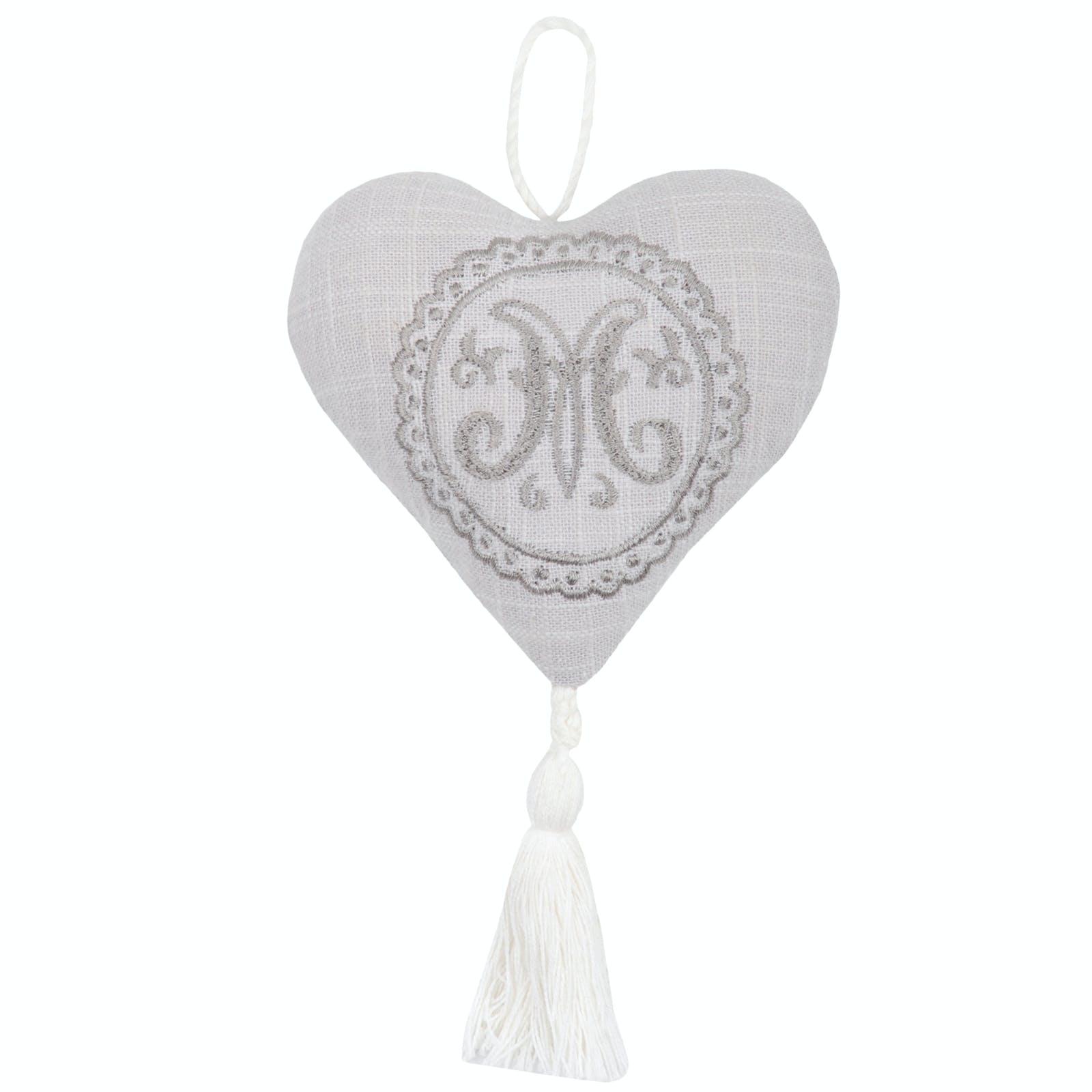 coeur à suspendre gris avec écusson brodé 10cm en coton MARIE