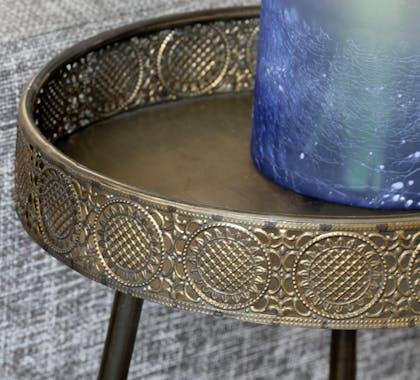 Bout de canapé métal couleur bronze motifs ajourés petit modèle
