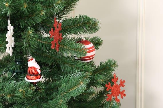 Boite de 25 décors de Noël tons rouges et argentés