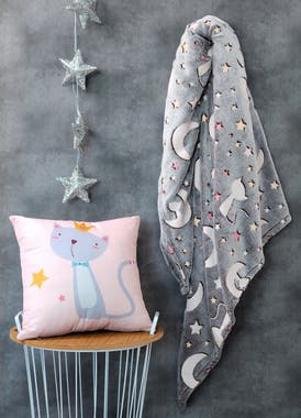 Plaid phosphorescent motifs chats lunes étoiles 130 x 160 cm