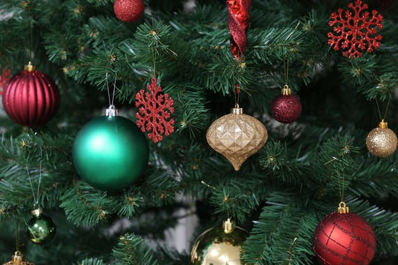 Boite de 50 décors de Noël tons rouges