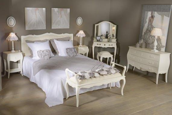 Grand buffet en bois blanc trois portes de style romantique