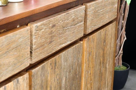 Grand buffet en bois recycle brut trois portes de style industriel