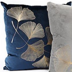 Coussin bleu foncé décoré feuilles de ginkgo