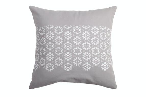 Coussin carré charme motif fleurs géométriques gris et blanc  40x40cm 100% coton JANE GRIS