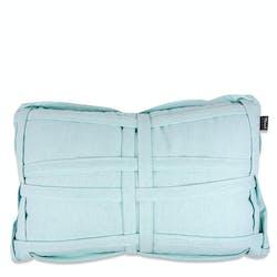 Coussin rectangulaire bleu clair avec tressage tissu