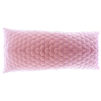 Coussin rose matelassé touché doux avec motif alvéoles en relief 50x30cm