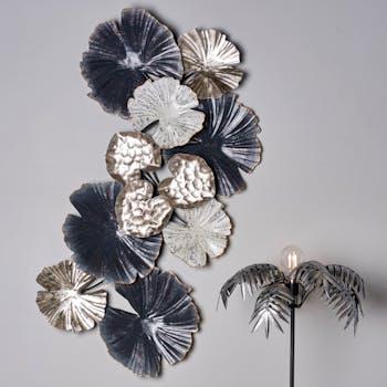 Décoration murale en métal composition fleurs argent