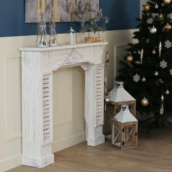 Manteau de cheminée en bois blanc aspect vieilli