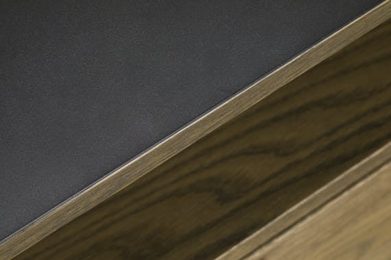 Meuble TV en bois massif et metal trois tiroirs de style contemporain