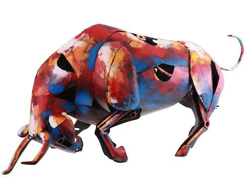 Statue taureau en métal peint multicolore décoration moderne