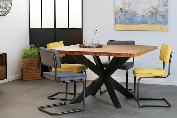 Table de repas carree en bois pieds metal en croix