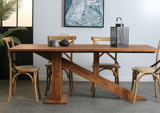 Table de repas en bois massif pied de style design