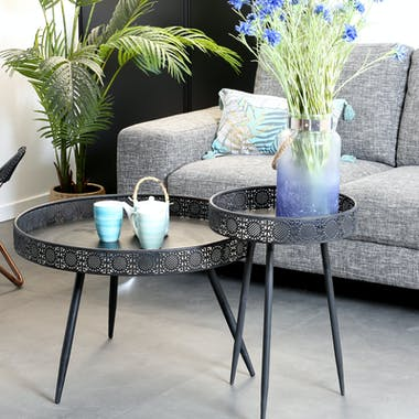 Table basse ronde en metal noir de style oriental