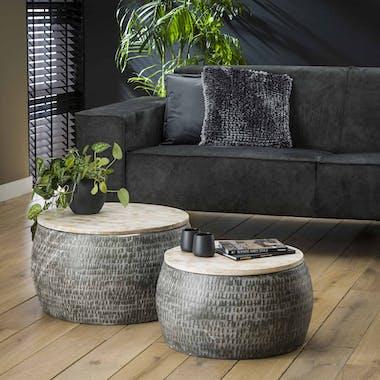 Tables basses rondes en metal martele et bois de style oriental
