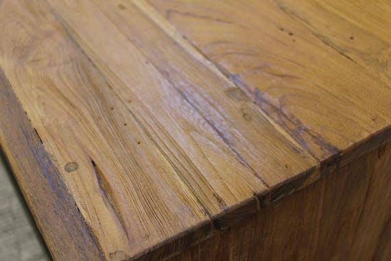 Table a manger bois recycle et pieds metal en croix