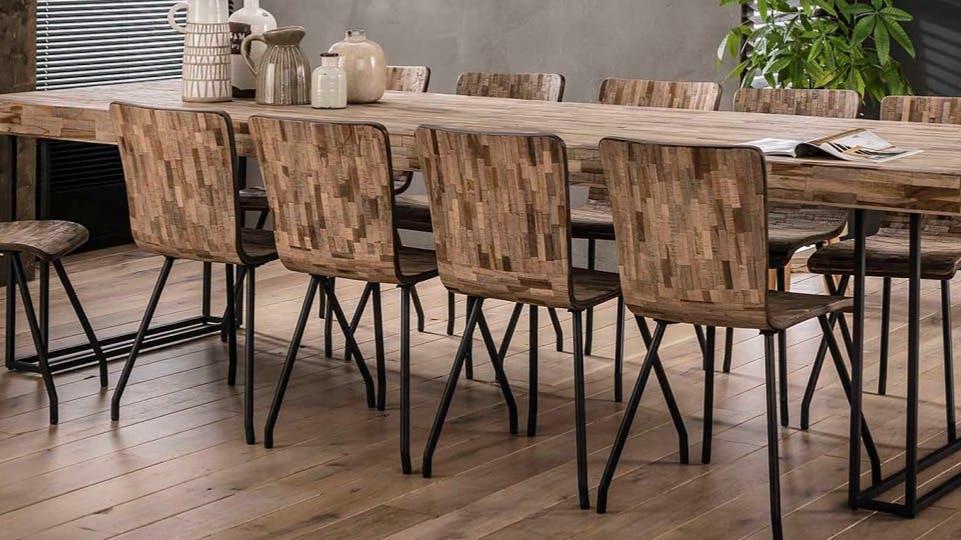 Chaises en bois recyclé : industrielle, campagne...