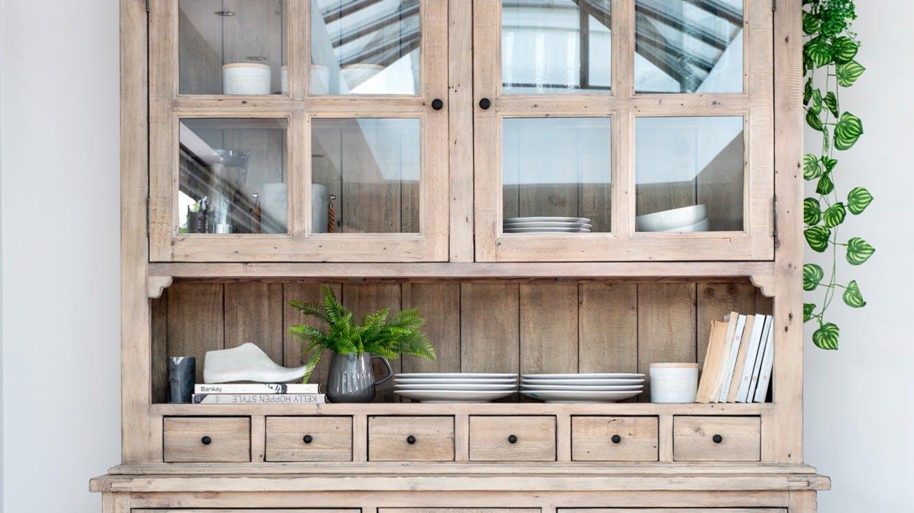 Vaisseliers : vitrés, en bois, en métal...