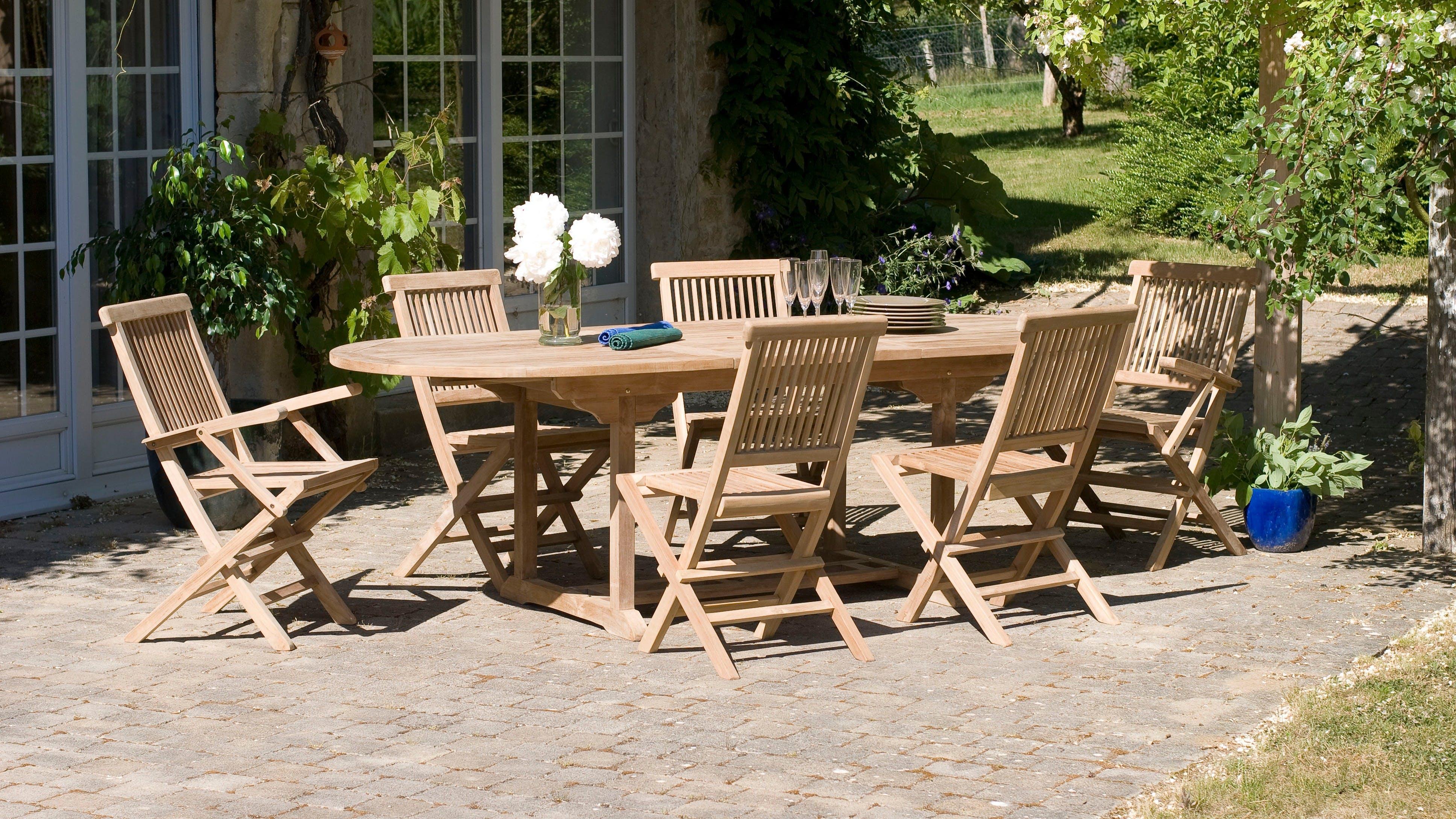 Tables de jardin : rondes, rectangulaires...